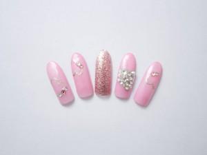 ¥14,800+税<br /> バレンタインにぴったりなピンクとハートの組み合わせです♪<br /> 1本だけストーンを敷きつめたハートがポイントです。