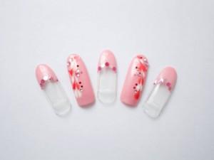 ¥14,000+税<br /> 赤と白のハートピーコックが女性らしい指先を演出します。<br /> バレンタインネイルにぴったりです♥